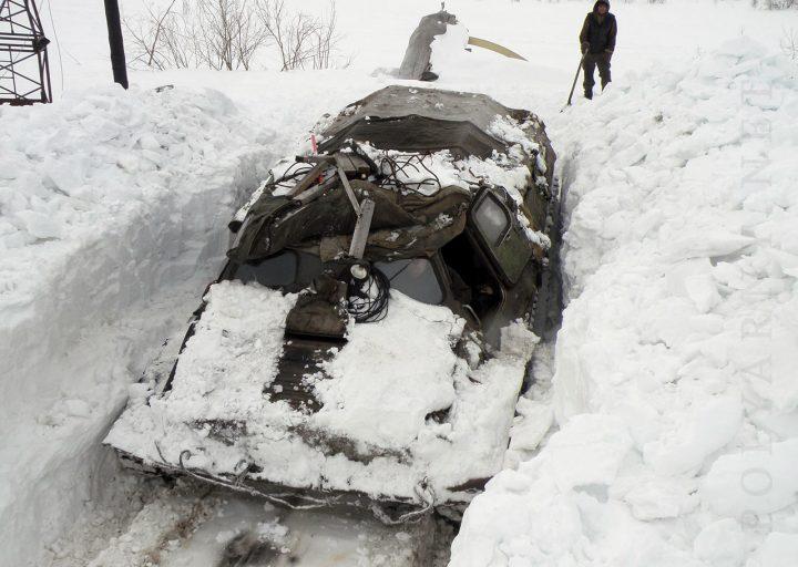 Покидание снежного гаража