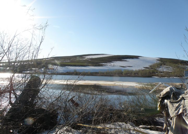 Вид с вокзала на озеро и горку