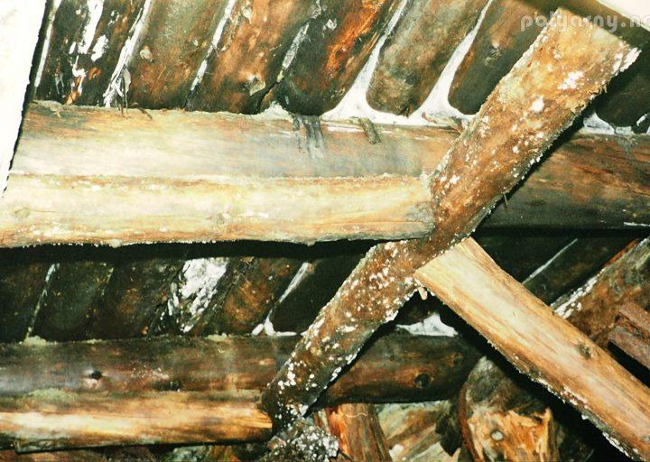 Комбинированная усиленная крепь кровли штрека у рудоспуска