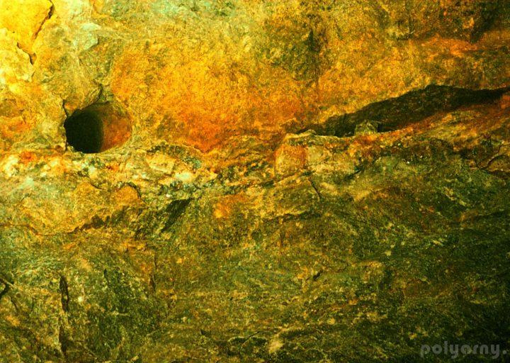 Кварц-сульфидный прожилок с мин. молибденита