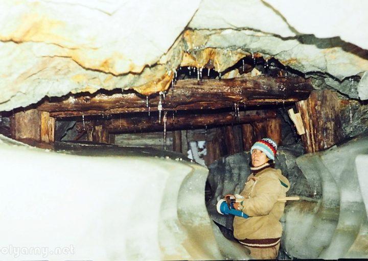 Н.Ковальчук в штольне №2 Харбейского месторождения