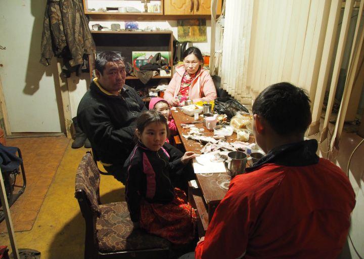 Оленевод-частник Иван с семьей