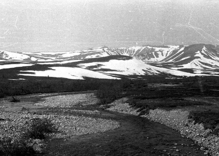 Пайпудынские хребты. Вид со стороны п. Полярный (106 км). 1976 г.