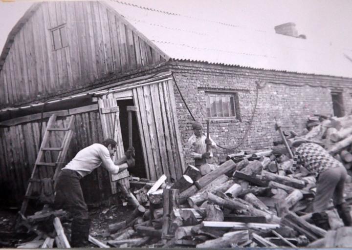 Афанасьев, правее Сергей Петрович, спиной - Суханов или Брагин. 1976 г.