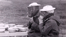 Федотов С. и Тамара Афанасьева. Обед с комарами. 1976 г.