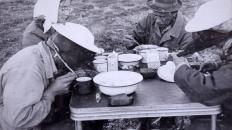 Сергей Петрович, за ним Галина Петровна, в шляпе Брагин, рядом Тамара
