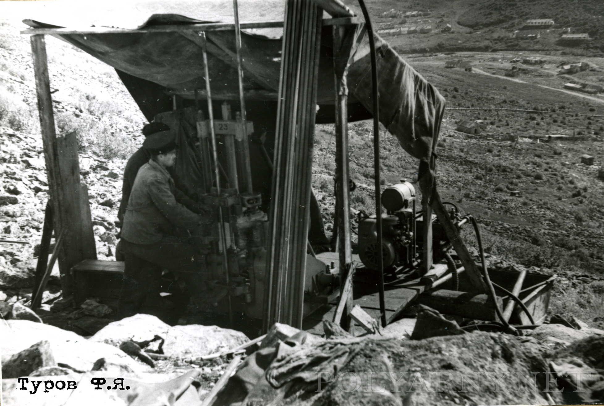 Бурение на Новохарбейском в 1961