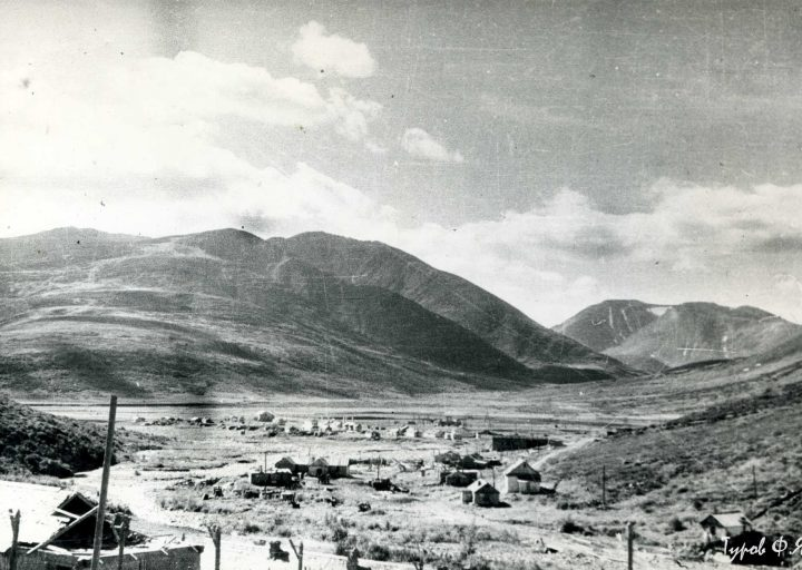 Вид от лагерного пункта на поселок Харбей в 1961