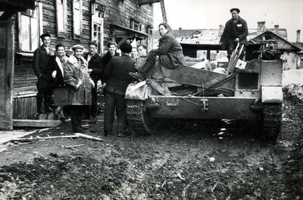 Возле офицерского дома на 106-м (Полярный) в 1960-е