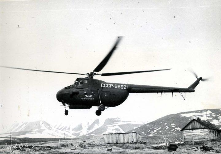 Транспортный Ми-4 взлетает с Полярного 1961