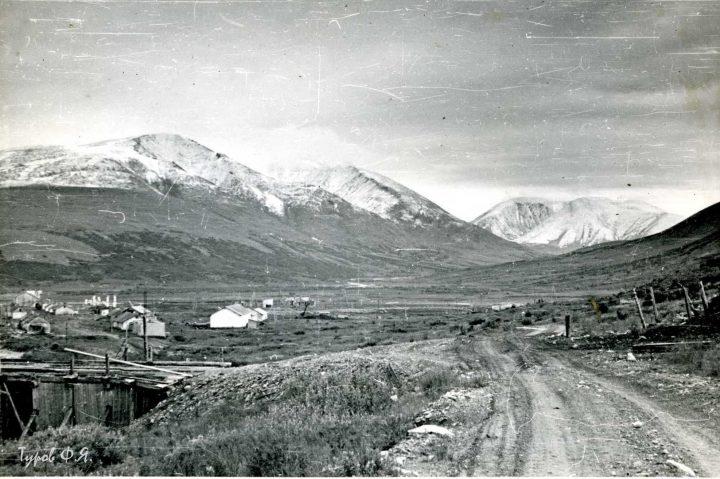 Вид на поселок Харбей от фабрики в 1961