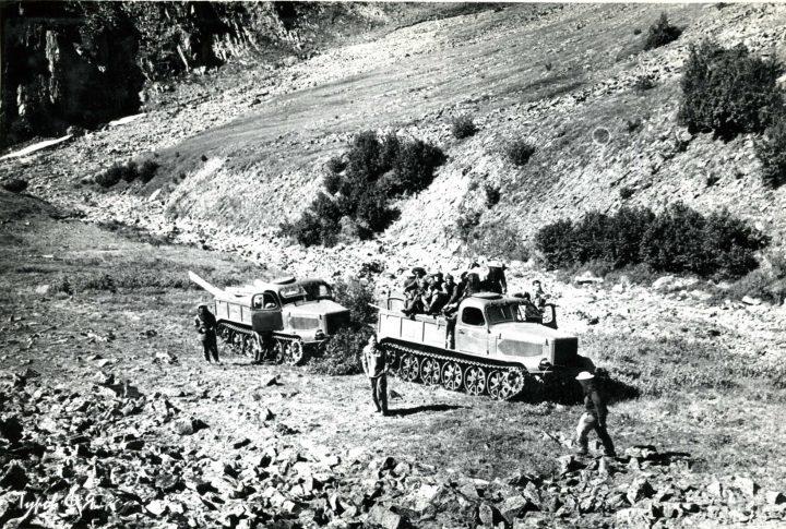 Заброска отряда двумя АТ-Л без дороги в 1961