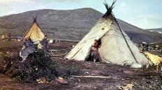 Чумы в сквозной долине Воргашор-Нодэяха