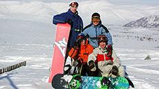 Команда сноубордистов на вершине
