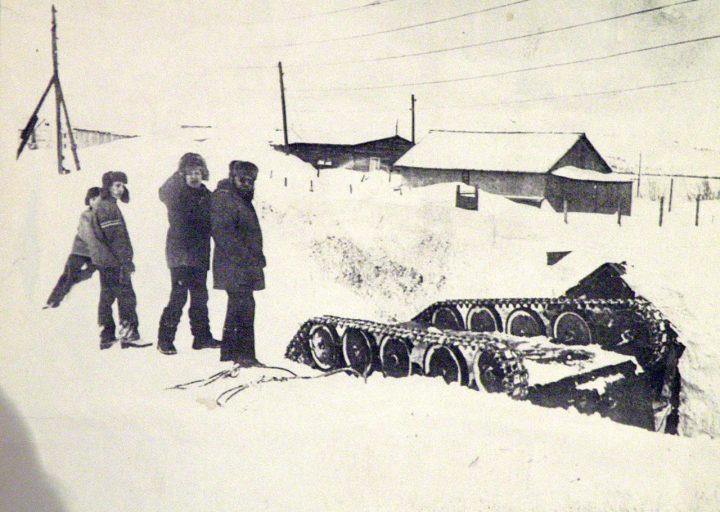 ГАЗ-47 упал у входа в овощехранилище пос. Полярный