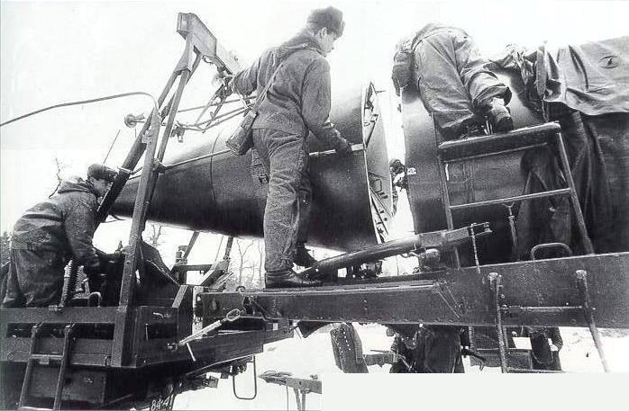 Пристыковка головной части к ракете Р-12