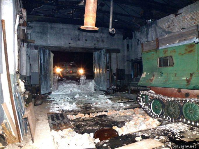 Стоянка спецтехники в старом зале 6 февраля 2016 года