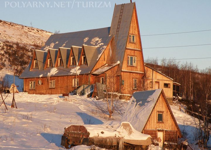 Гостиничный комплекс Перевал ноябрьским утром