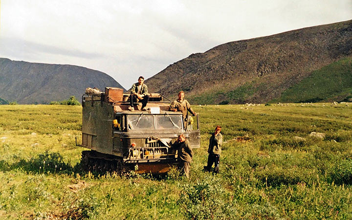 Выделенный Харбейскому горно-поисковому отряду АТ-Л-А. 2004.