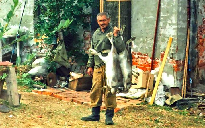 Харбейские зайцы существенно удешевляли питание горной бригады. В. Дзюбак. Харбей, 2004