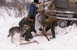 Подготовка инструмента в лагере горных работ. 17.10.2006