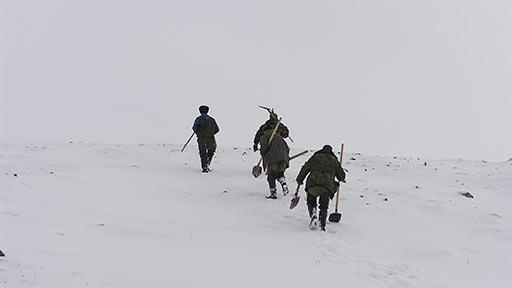 Проходчики направляются на канаву К-04 за перевал. 17.10.2006
