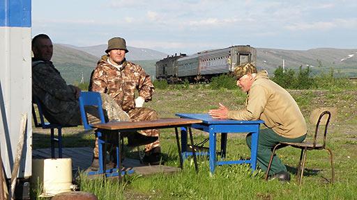 Бубеков, Ильдеркин и Петрушин на вокзале Полярного