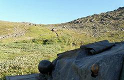 ГАЗон сорвался с Хараматолоуского перевала. График движения нарушен. На обувание гусениц и спуск ушло 2 суток. 04.08.2015