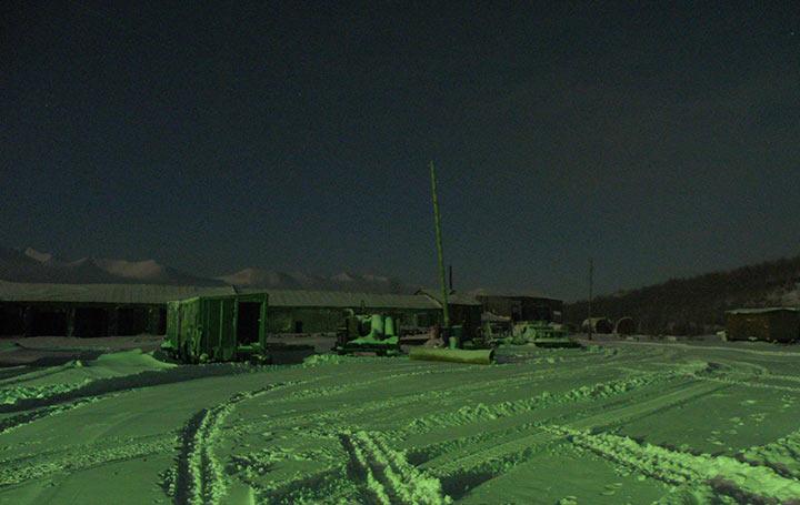 Двор базы Перевал выглажен трубой-волокушей