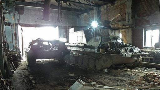 В старый зал затолкан донор двигателя