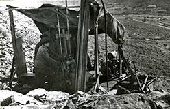 Бурение на Новохарбейском. 1961. Вдали - лагерный пункт