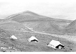 Лагерь на Орангъёган. На фоне горы  Пэдарата-Сангарей (Падата-Саурей). 1976