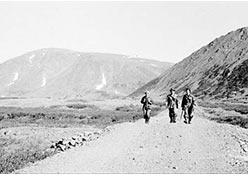 Идем к Харбейскому руднику. Люда Афанасьева, Брагин П.Е., Борис. 1976