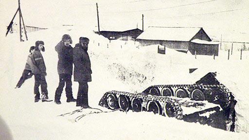 ГАЗ-47 упал у входа в овощехранилище пос. Полярный. 70-е годы. Фото с листа праздничной газеты
