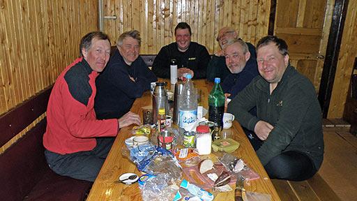 Группа снегоходчиков, следующих по маршруту Мезень - Нарьянмар - Воркута - Лабытнанги (Салехард). 10 апреля 2014