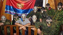 Фото на память в гостинице базы Перевал. Октябрь 2013