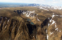 Ландшафты райизских вершин. Вид от Красного Камня на Черную Гору. Июнь 2008