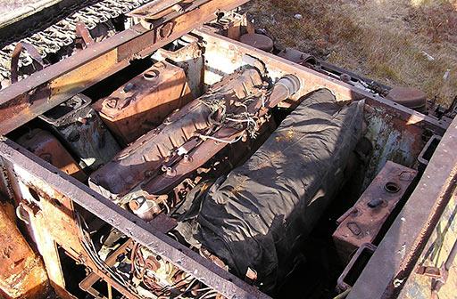 Двигатель закрыт брезентом
