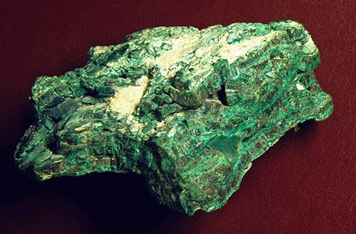 Малахит (псевдомалахит) меднорудянский со Среднего Урала