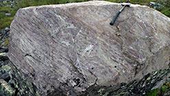 Моноблоки фельзитового камня (гранит микро) на Пайпудыне