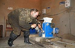 Обслуживание оборудования проборазделки перед вывозом проб с полевых работ сезона 2012