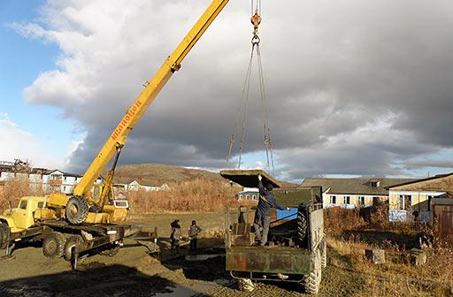 Отгрузка железобетонных плит ПУГГП для обустройства базы в городе