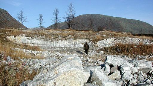 Разведанное месторождение мрамора Бобровое на 14-м км дороги