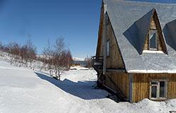 Хорошая русская баня у подножия горы
