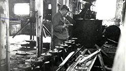 Участок доводки Харбейской ООФ. Машина ФЛ-59, контактный чан, привод сгустителя, что в нижнем ярусе. Октябрь 1995