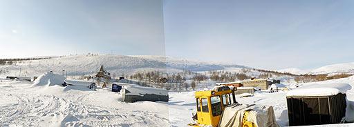 Вид базы Перевал от бывшей дизельной Полярного 15 марта 2014