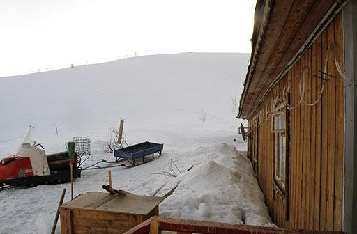 Вид на трассу горнолыжки с крыльца Теремка