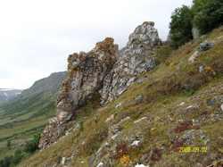 Рудная Скала в ущелье верховьев реки Немурюган