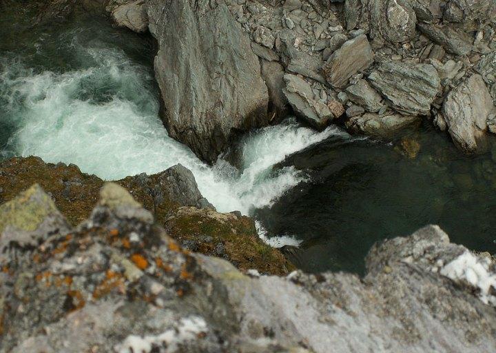 Главный каскад. Усинские пороги в каньоне