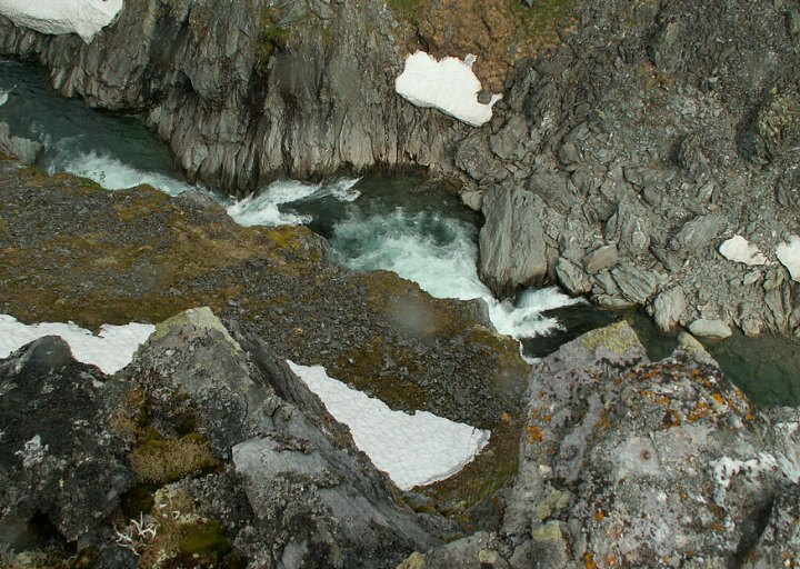 Пороги-водопады в Усинском каньоне